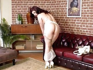 Curvy Stunner Lucia Love Strips Off Retro Undergarments Wanks In Garter Nylon High-heeled Slippers